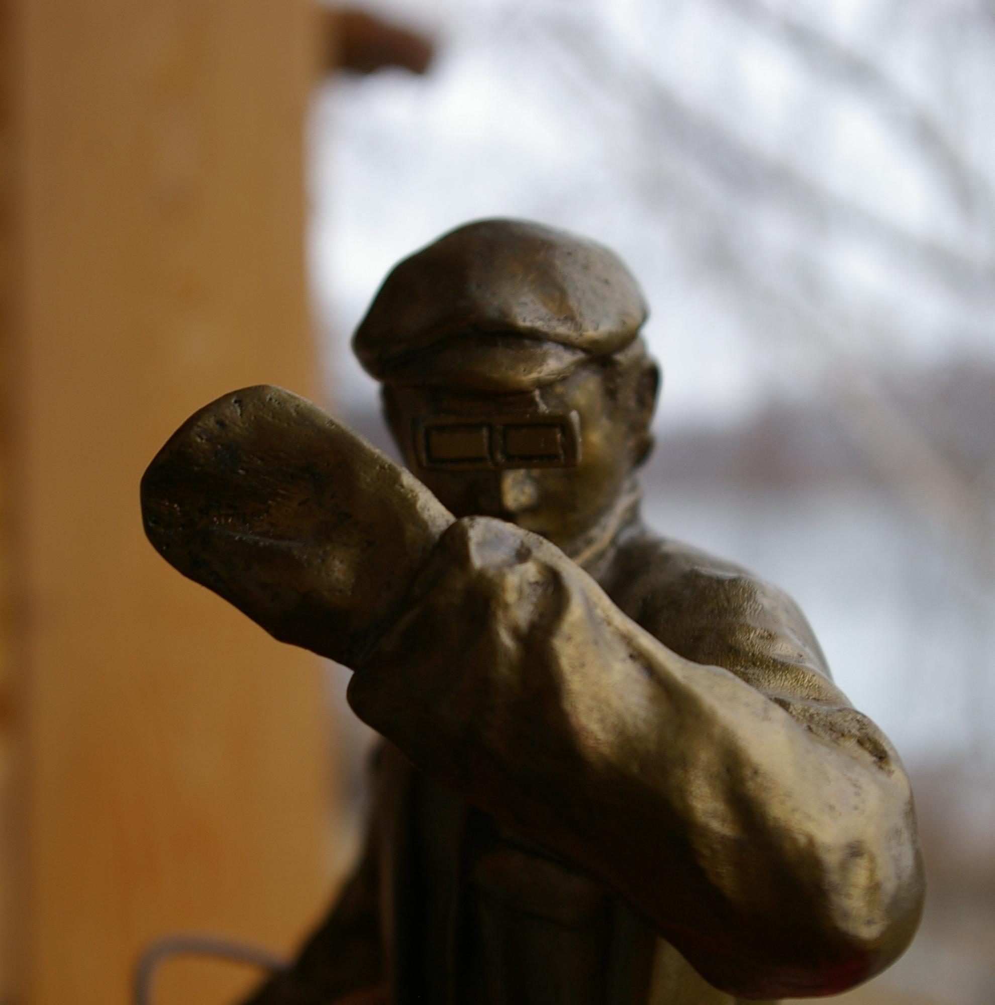 Скульптура Сталевар, материал бронза, высота 39 см., ширина 21 см., длина 9 см., 3 кг.,  - 7