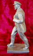 Скульптура Ленин, материал метал, высота 26 см., ширина 7 см., длина 11 см.  - 1