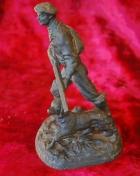 Скульптура Охотник, материал чугун, высота 17 см., ширина 9 см., длина 9 см. - 1
