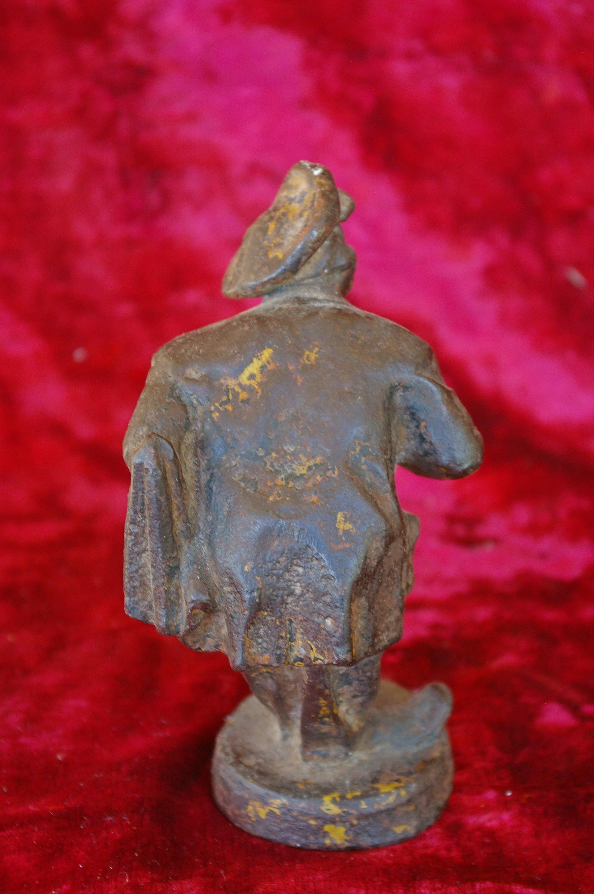 Скульптура Мужичёк, материал чугун, высота 17 см., ширина 6 см., длина 5 см. Касли - 3