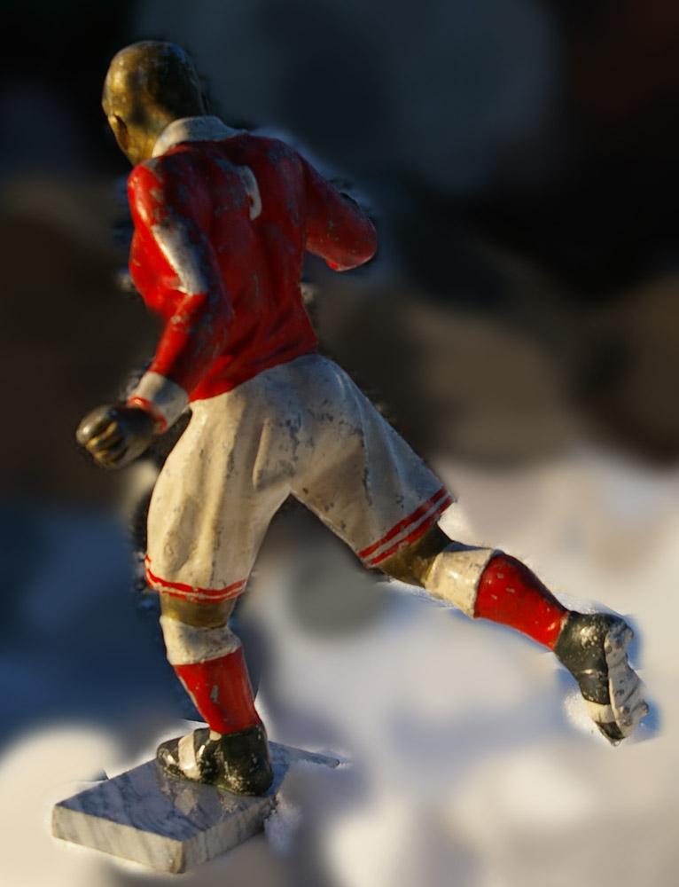 Скульптура Футбол, материал бронза, высота 29 см., ширина 7 см., длина 8,5 см. - 3
