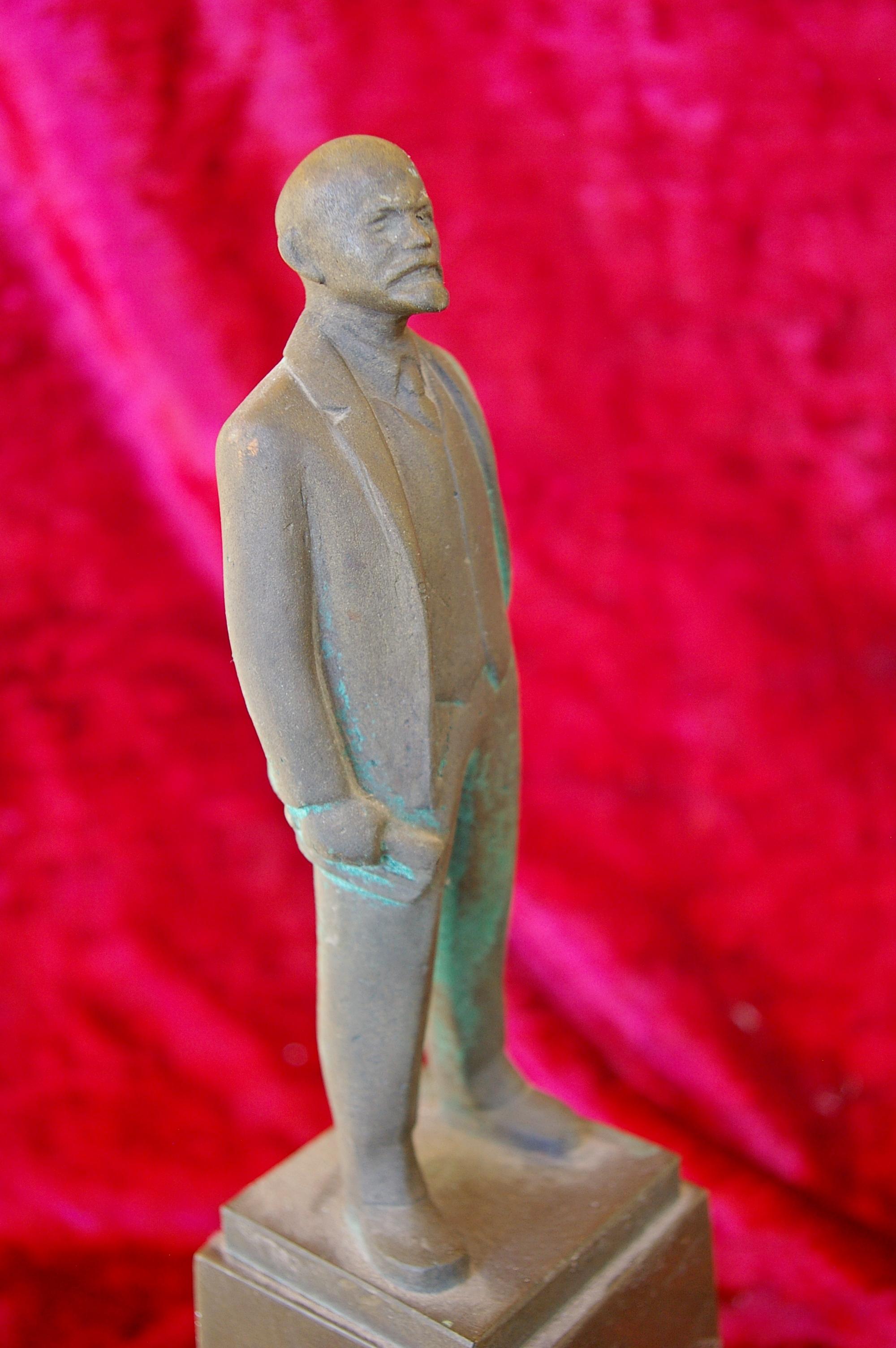 Скульптура Ленин на постаменте, материал бронза, высота 35 см., ширина 20 см., длина 20 см. - 6