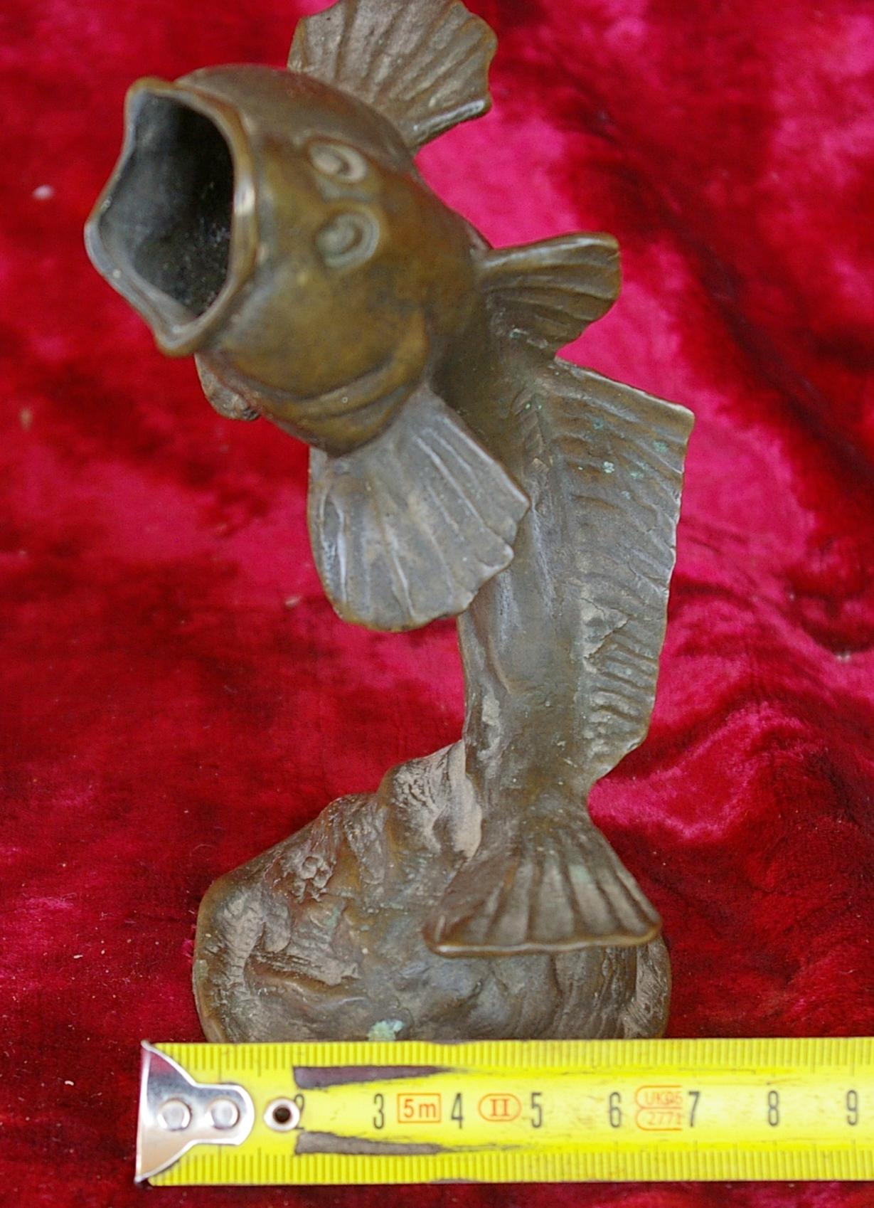 Скульптура Пепельница, материал бронза, высота 14 см., ширина 7 см., длина 6 см. - 7