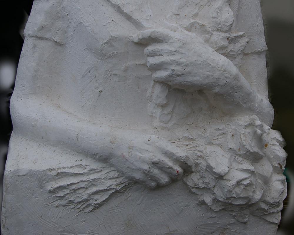 Скульптура Девушка 1976 г., материал гипс, высота 92 см., ширина 50 см., длина 40 см. - 4