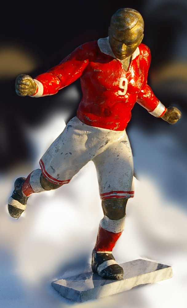 Скульптура Футбол, материал бронза, высота 29 см., ширина 7 см., длина 8,5 см. - 1