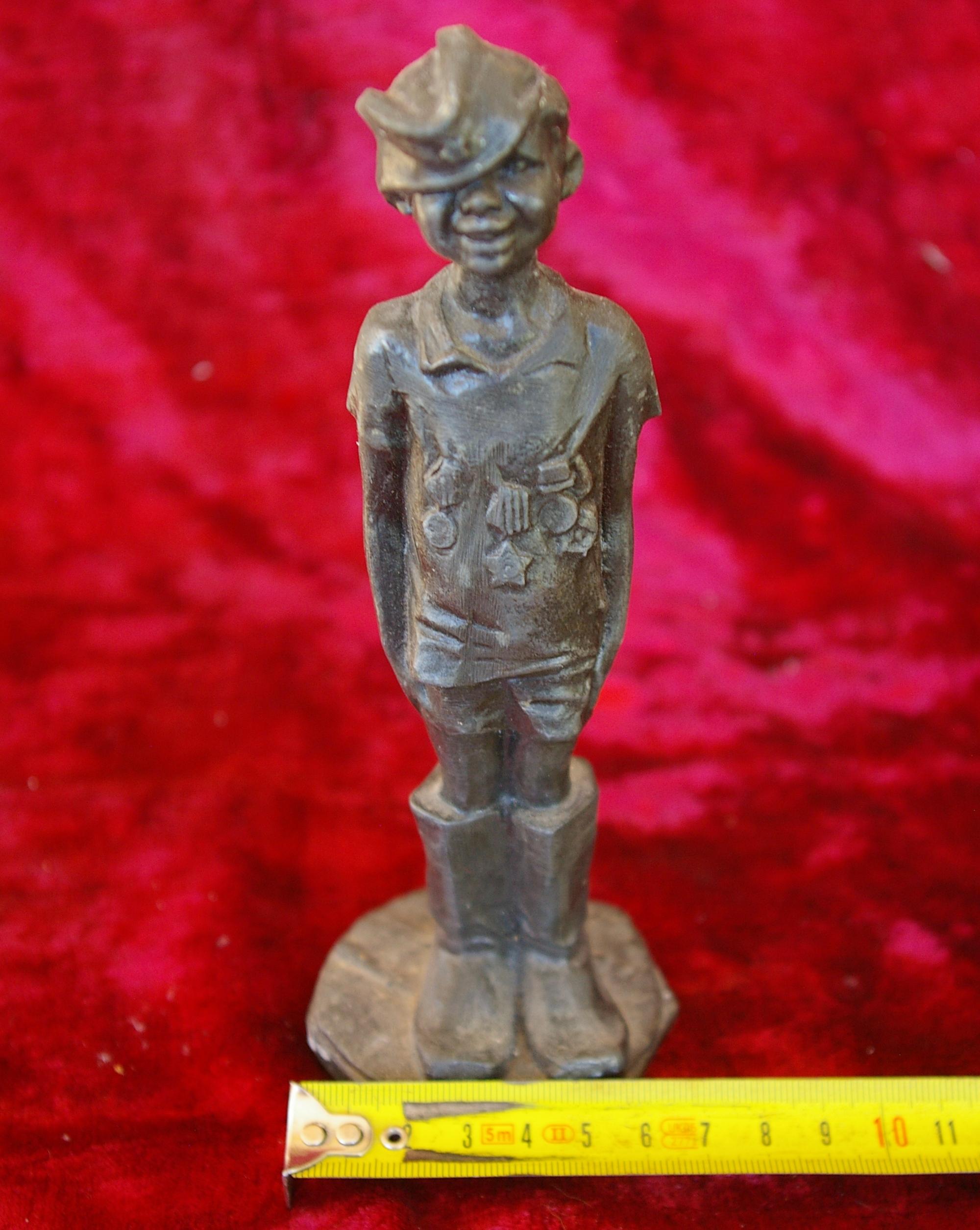 Скульптура Мальчик, материал бронза, высота 19 см., ширина 6 см., длина 6 см. - 6